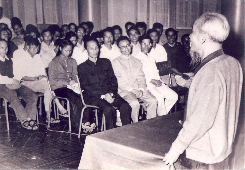 Vận dụng tư tưởng Hồ Chí Minh trong nâng cao chất lượng giáo dục, rèn luyện đảng viên hiện nay